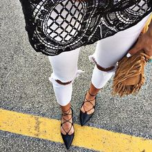 Layers of lace tonight, pointed shoes, lace-up shoes, white jeans