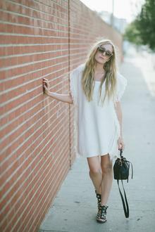 All about that fringe, fringe, white dress, gladiator sandals, Bucket Bag