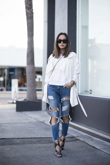 Spring Whites and Ripped Jeans, destroyed jeans, trench coat, LMdjeans