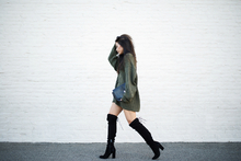 In slouch form, oversized sweater, over the knee boots