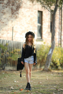 FESTIVAL LOOK, music festival,  LMdjeans, distressed jeans, fringe, LMfringe, LMfestival #BACKTOSCHOOL #Back to school