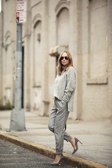 MONOCHROMATIC TEXTURES, oversized sweater, turtleneck sweater, grey, jogger, pump