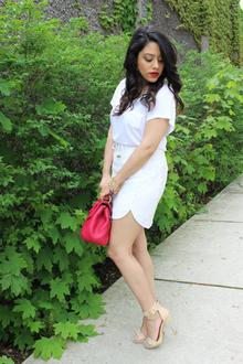 White Scarlet
